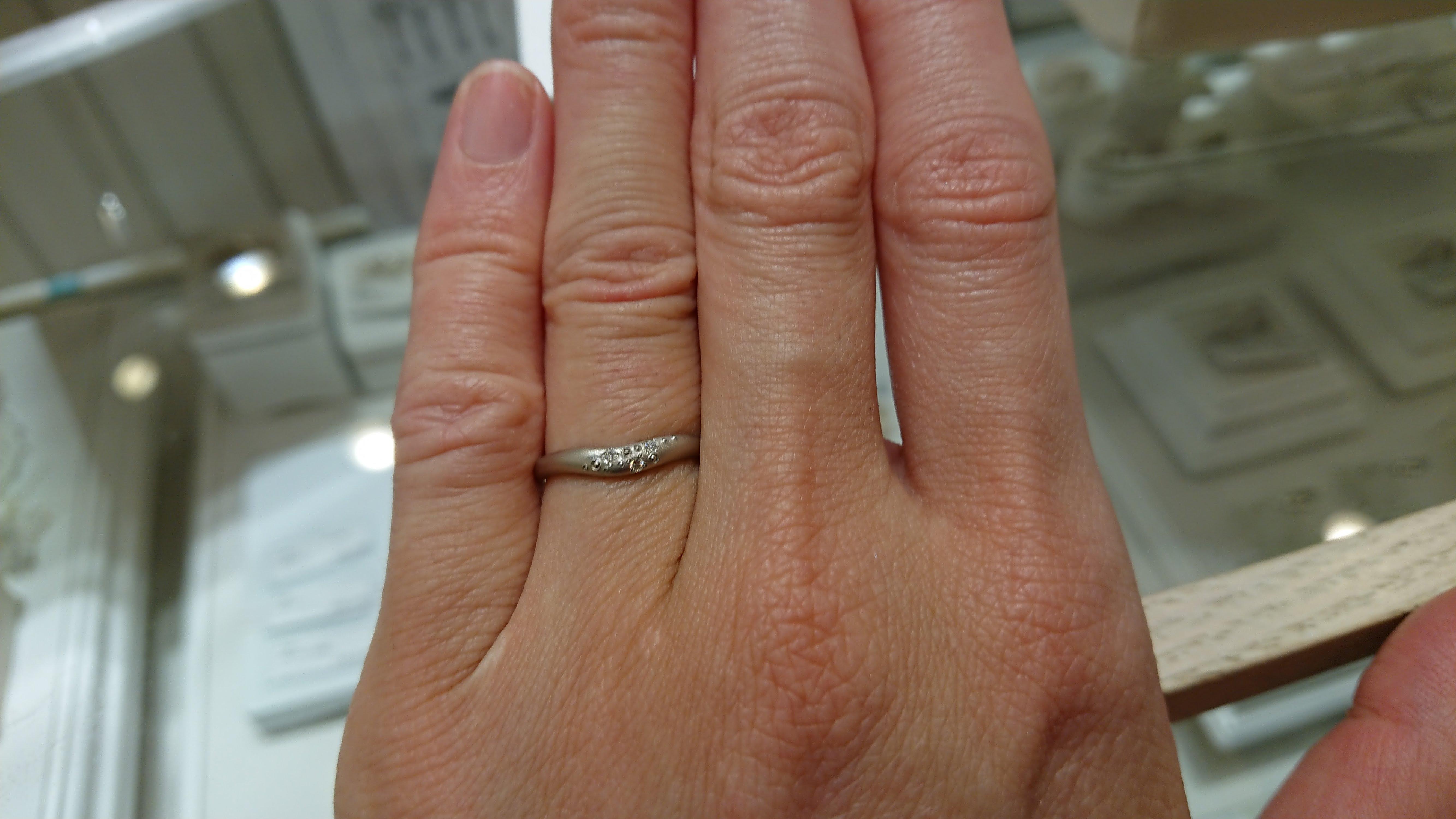 フラウで結婚指輪の試着